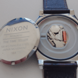 【スクリュータイプ】腕時計の電池交換を工具を買って自分でやってみた「ニクソン タイムテラー」